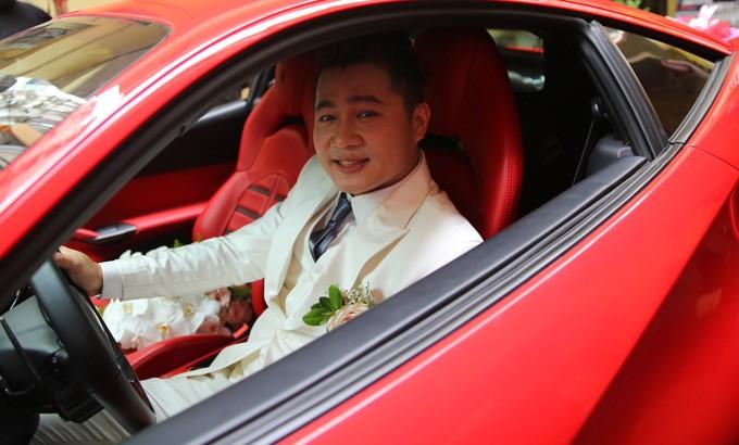 Lâm Vũ đi hỏi vợ trên siêu xe Ferrari 488 GTB màu đỏ