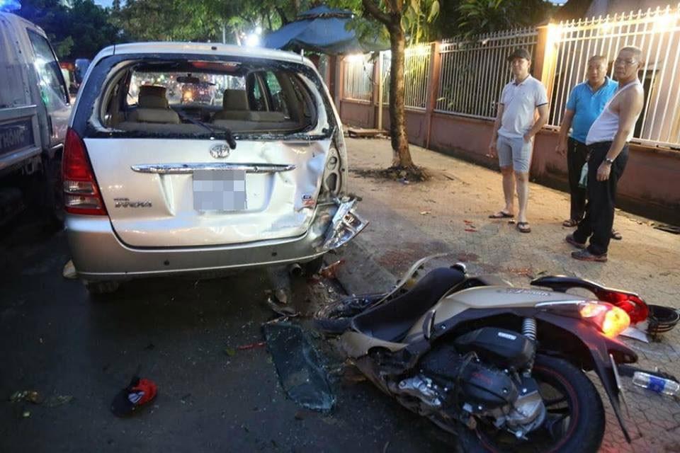 Chiếc Toyota Innova cũng bị hỏng đáng kể