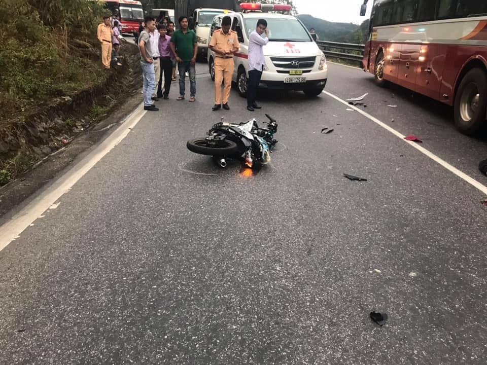Chiếc xe côn tay Suzuki Satria F150 bị vỡ nát sau vụ tai nạn