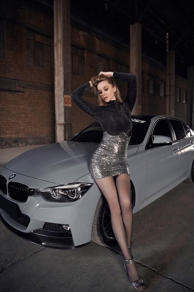 Mãn nhãn trước người mẫu Ukraine khoe thân thể bốc lửa bên BMW 320i M - 10