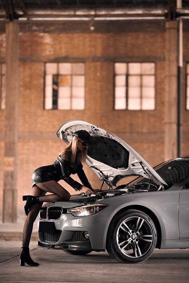 Mãn nhãn trước người mẫu Ukraine khoe thân thể bốc lửa bên BMW 320i M - 4