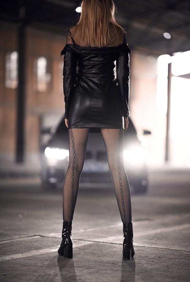 Mãn nhãn trước người mẫu Ukraine khoe thân thể bốc lửa bên BMW 320i M - 6