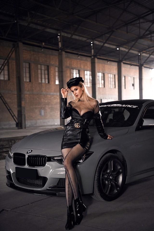 Mãn nhãn trước người mẫu Ukraine khoe thân thể bốc lửa bên BMW 320i M - 7
