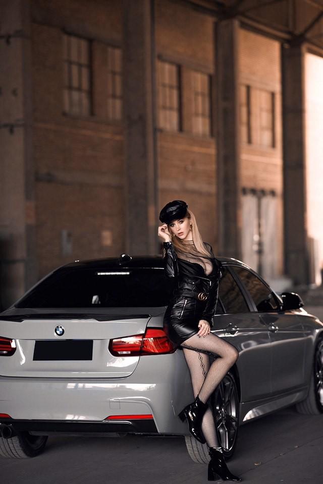 Mãn nhãn trước người mẫu Ukraine khoe thân thể bốc lửa bên BMW 320i M - 2