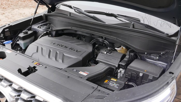 Động cơ diesel 4 xi-lanh, tăng áp, dung tích 2,2 lít của Hyundai Palisade 2020 tại Hàn Quốc