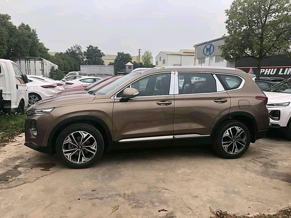 Hyundai Santa Fe 2019 chưa chính thức ra mắt nhưng đã bị đội giá