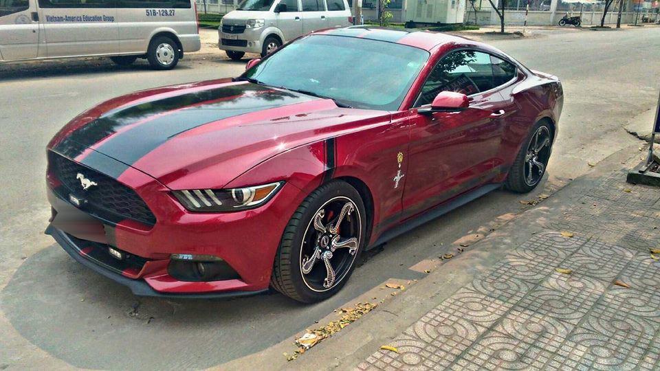 Bộ mâm hổ mang chúa trên chiếc Ford Mustang thế hệ thứ 6 tại Đồng Nai