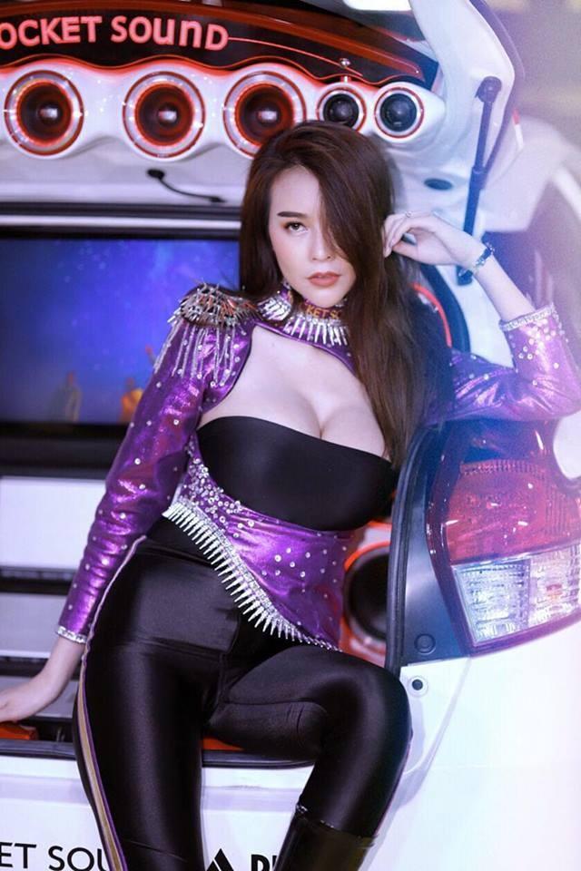 Người mẫu Thái Lan khoe ngực siêu khủng khiến mọi đàn ông phải liếc nhìn - 4