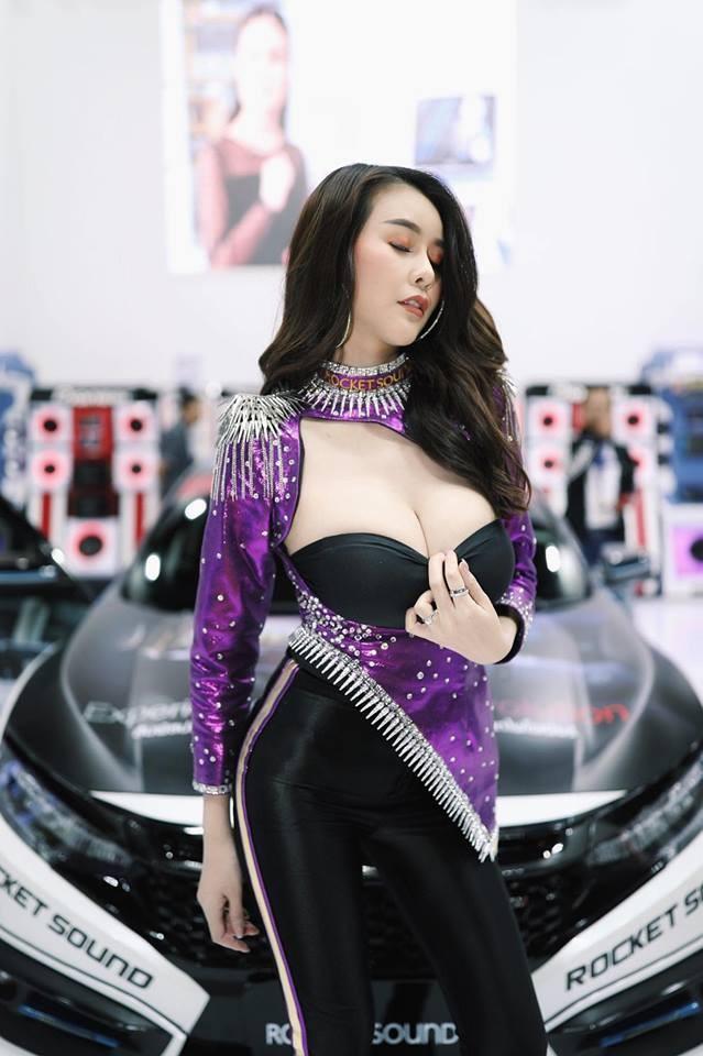 Người mẫu Thái Lan khoe ngực siêu khủng khiến mọi đàn ông phải liếc nhìn - 6