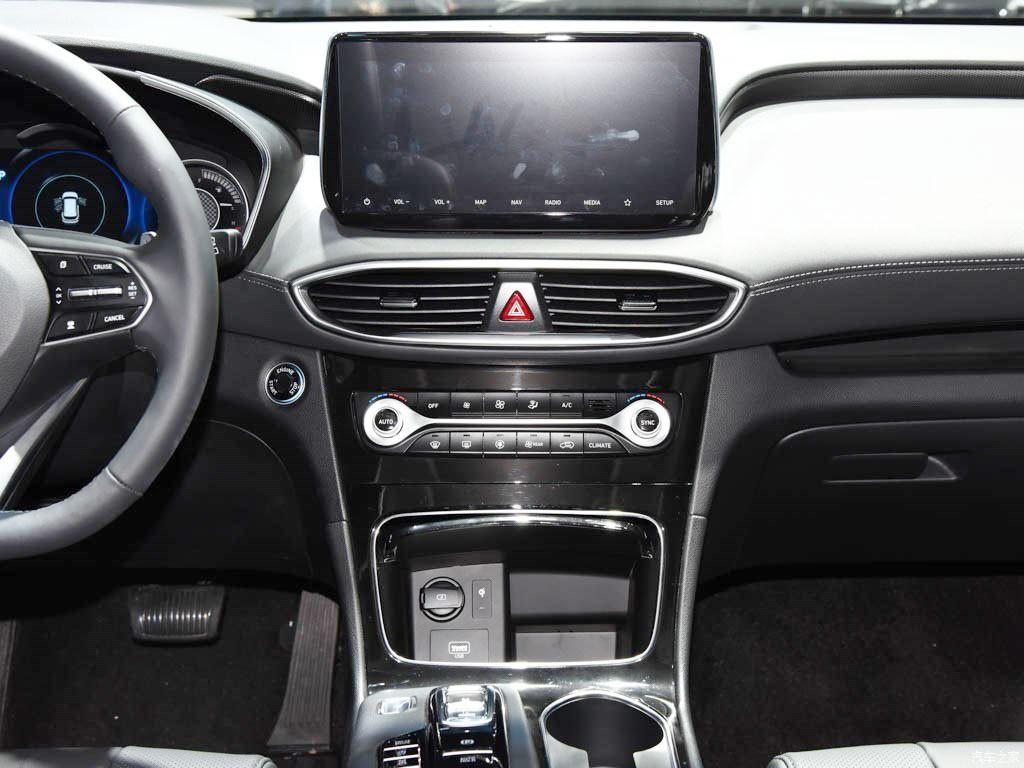 Màn hình thông tin giải trí cỡ lớn của Hyundai Santa Fe 2019 phiên bản Trung Quốc