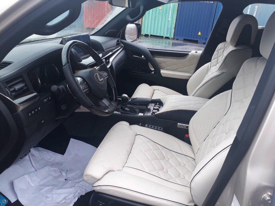 Hàng ghế trước Lexus LX570 Super Sport MBS không có nhiều sự thay đổi