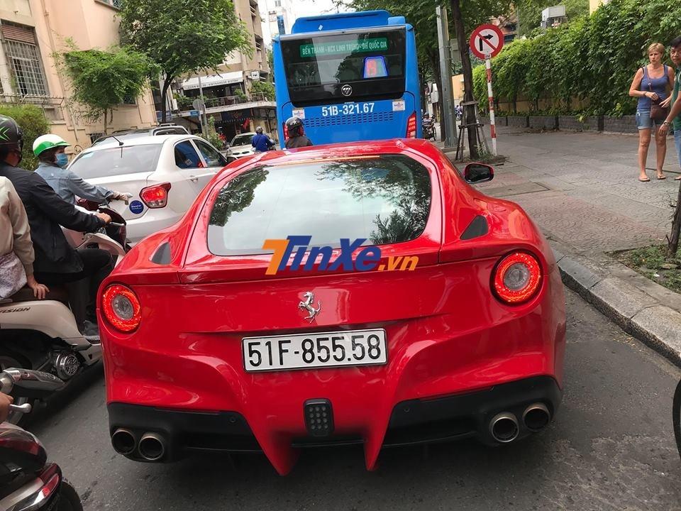 Ferrari F12 Berlinetta mang biển kiểm soát Sài thành của đại gia Hà Nội mới được vận chuyển vào Nam để đón Tết Dương lịch