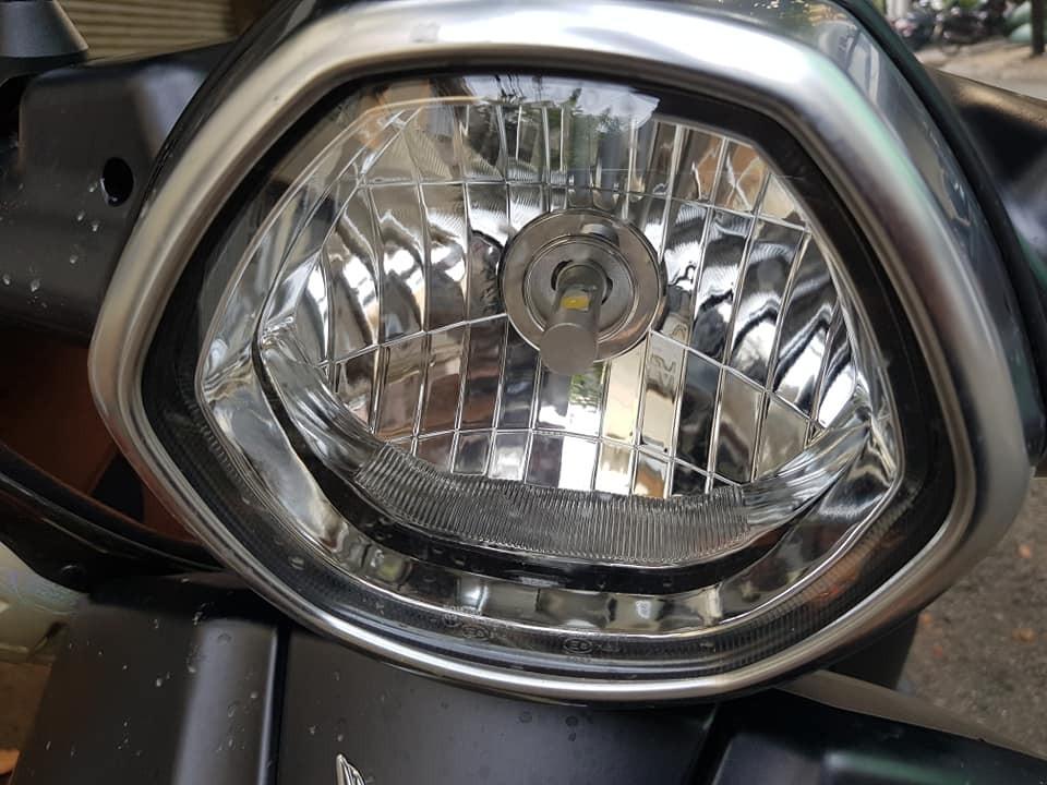 Đèn pha trên Klara phiên bản ắc quy sau khi thay bóng LED