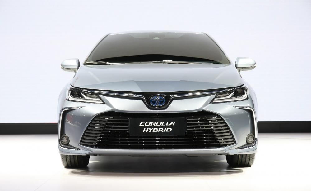Cận cảnh thiết kế đầu xe của Toyota Corolla Altis 2019