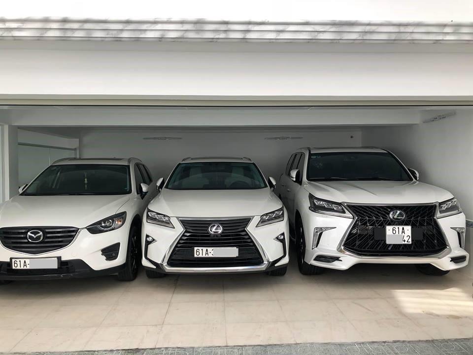 Và chiếc Lexus LX570 Super Sport 2018 còn lại mang tông màu trắng