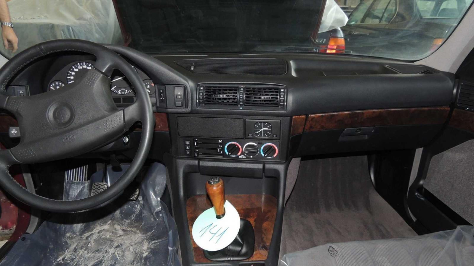 Nội thất bên trong một chiếc BMW 5-Series