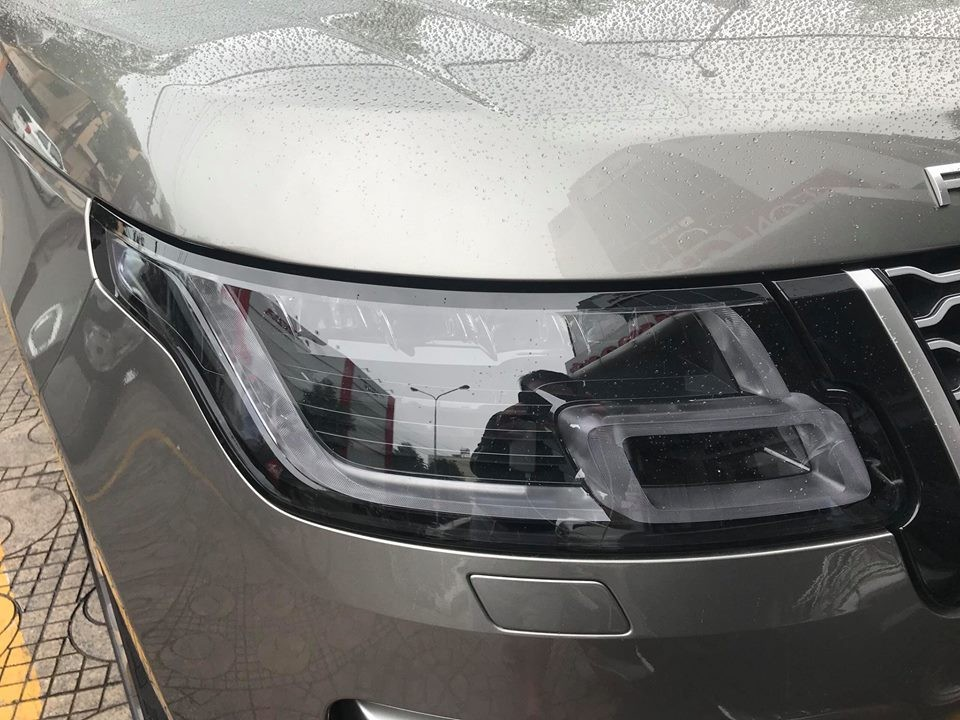 Range Rover Autobiography LWB đời 2018 của doanh nhân Bình Dương có đèn pha Pixel-Laser LED với chức năng tự điều chỉnh góc chiếu