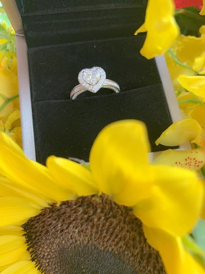 Ngoài chiếc Lexus RX hơn 4 tỷ đồng, Lâm Chấn Khang còn mua nhẫn kim cương để cầu hôn bạn gái