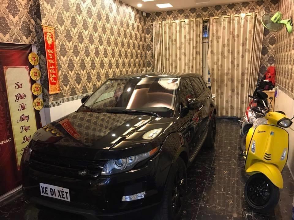 Lâm Chấn Khang cũng từng mua 1 chiếc Range Rover Evoque có giá không dưới 3,5 tỷ đồng vào tháng 8/2018 để tặng cho bạn gái