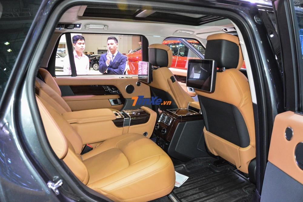 Nội thất của 1 chiếc Range Rover Autobiography LWB đời 2018 chính hãng được trưng bày tại VMS 2018