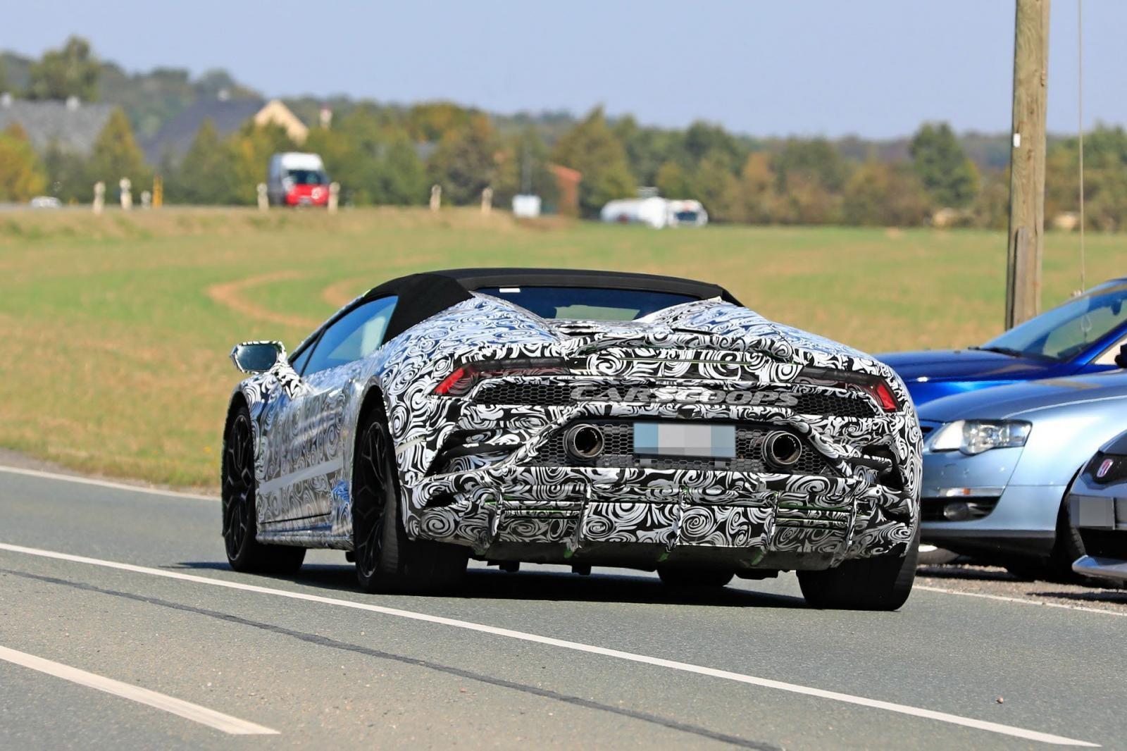 Lamborghini Huracan 2020 chạy trên đường thử