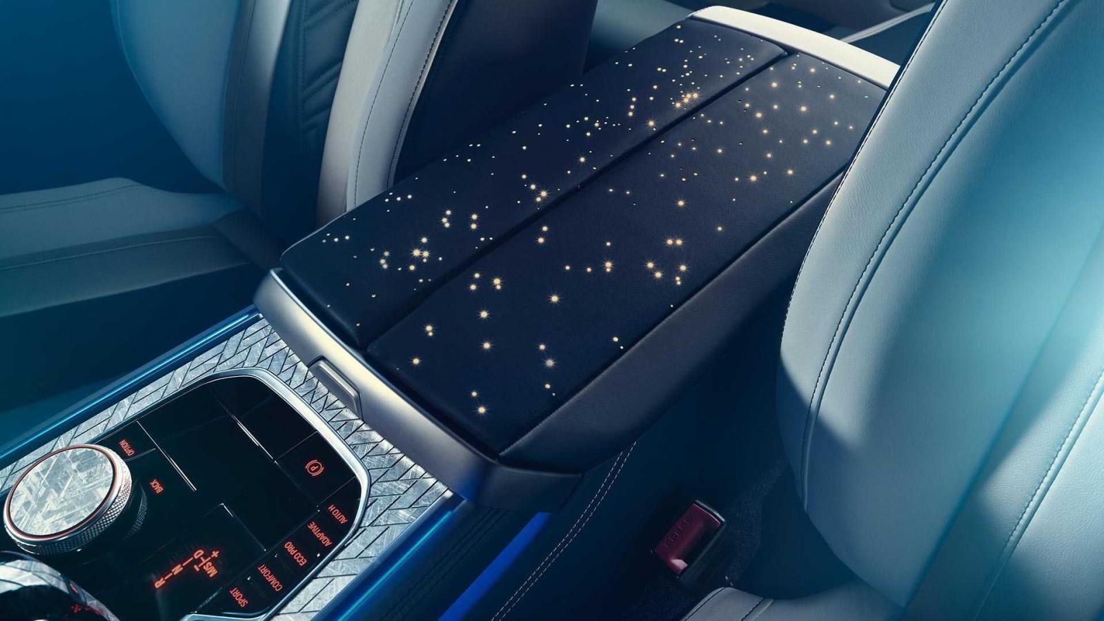 Bệ tì tay trung tâm của BMW M850i Night Sky