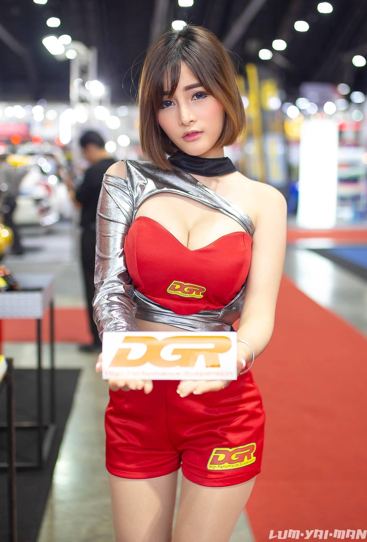 Ngắm người mẫu Thái Lan vừa dễ thương lại vừa gợi cảm ở Auto Salon 2018 - 9