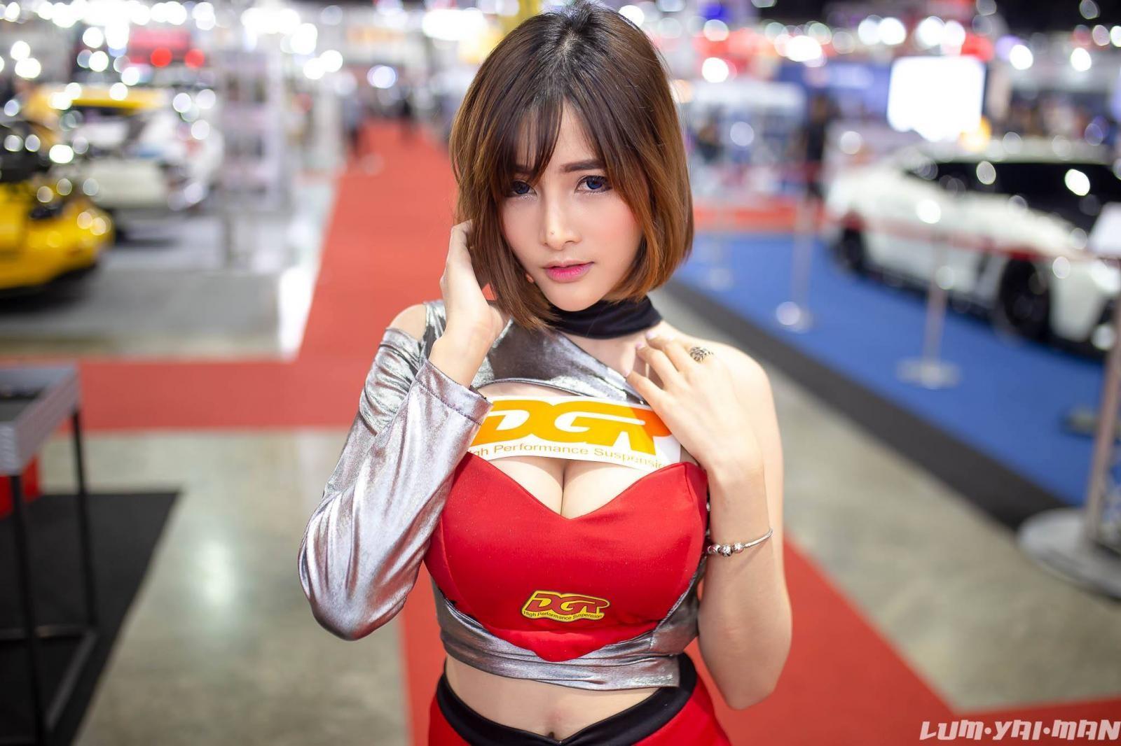 Ngắm người mẫu Thái Lan vừa dễ thương lại vừa gợi cảm ở Auto Salon 2018 - 18