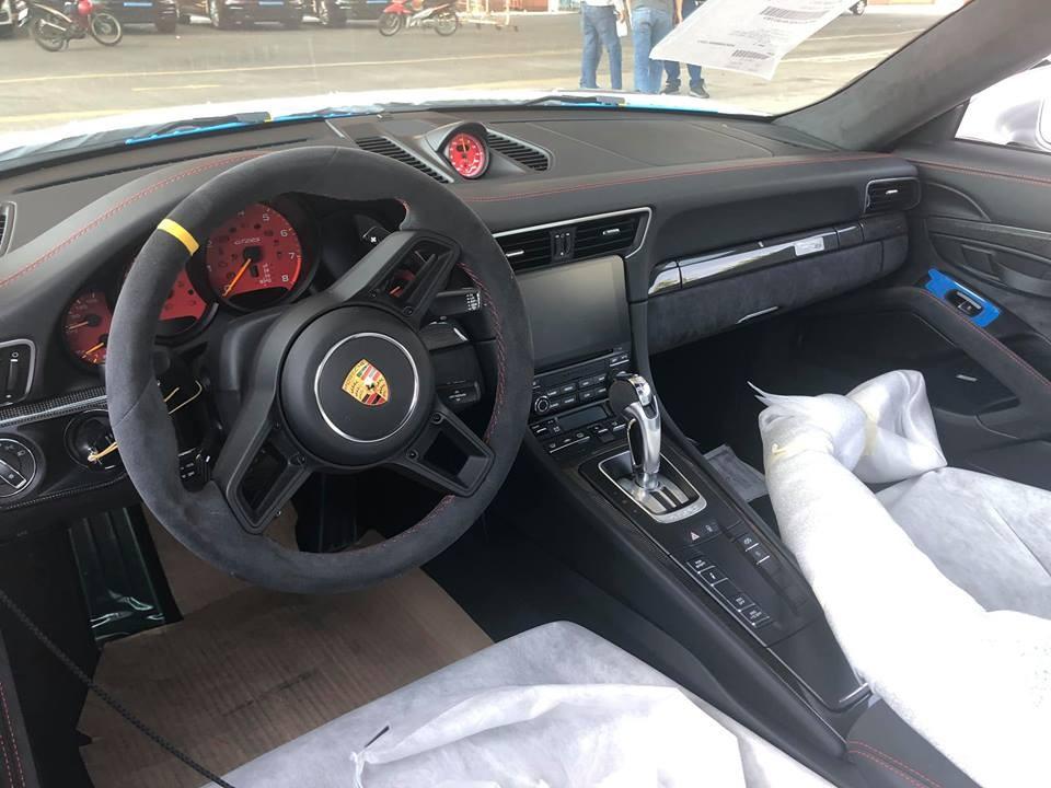 Nội thất Porsche 911 GT2 RS đầu tiên tại Việt Nam