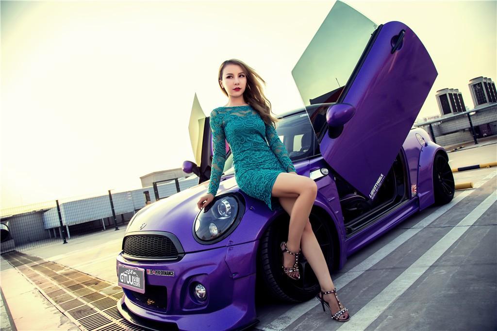 Người đẹp gốc Hoa thả dáng cá tính, trẻ trung bên chiếc Mini độ màu tím chất lừ - 1
