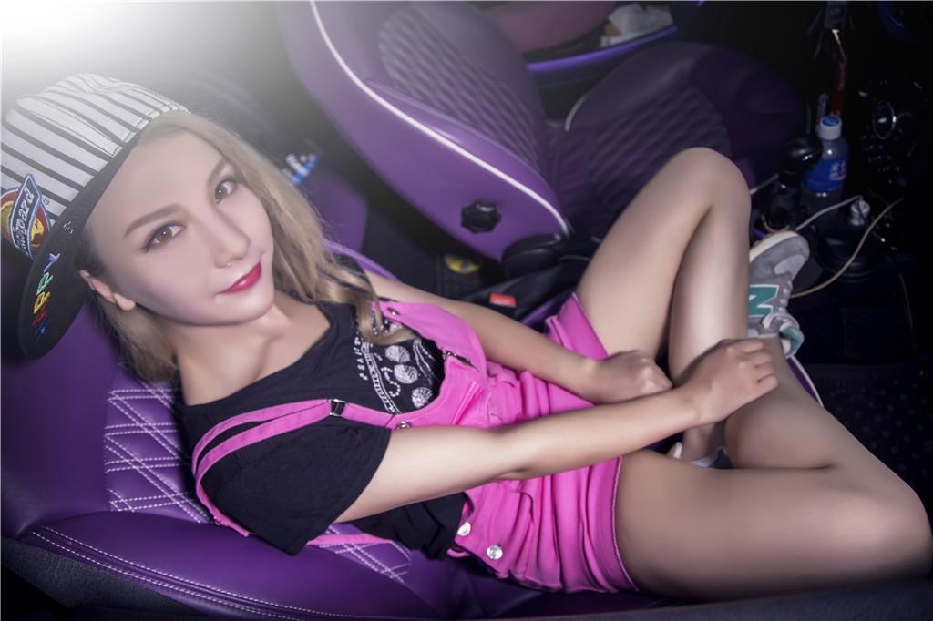 Người đẹp gốc Hoa thả dáng cá tính, trẻ trung bên chiếc Mini độ màu tím chất lừ - 7