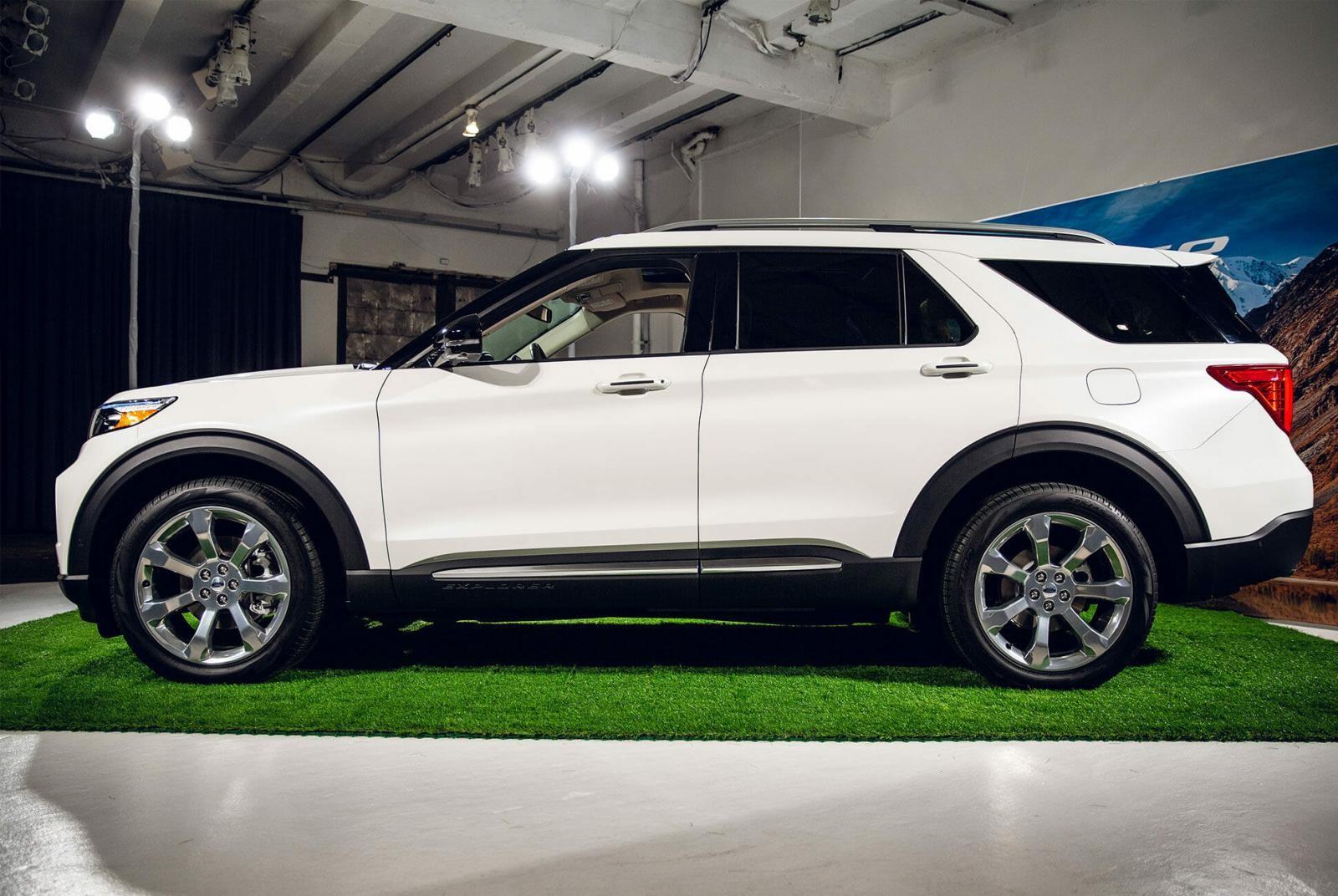 Sườn xe của Ford Explorer 2020 đã được cải tiến nhưng vẫn tạo cảm giác quen thuộc