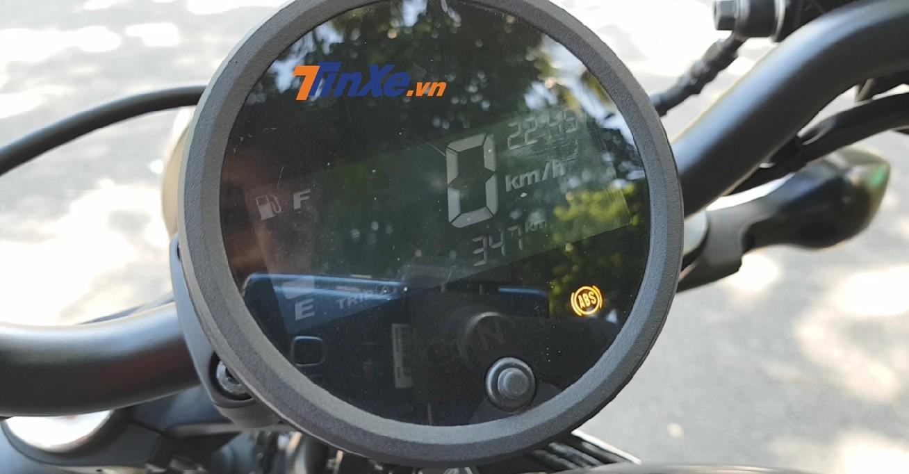 Bảng đồng hồ cũng dạng tròn nhưng sử dụng màn hình LCD
