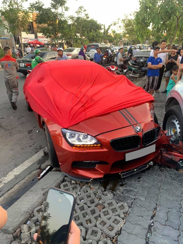 Chiếc BMW M6 Gran Coupe hư hỏng nặng đầu xe