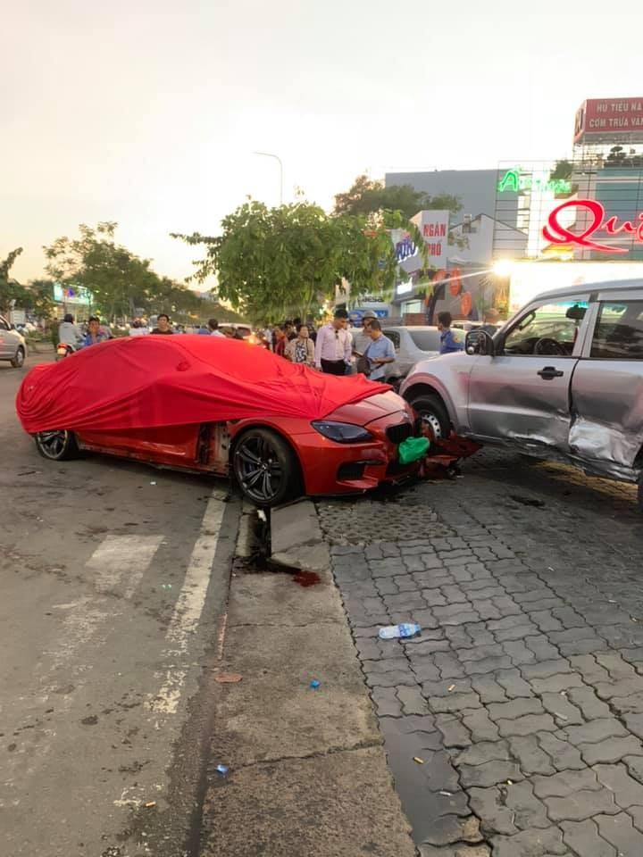 Hiện trường vụ tai nạn của chiếc BMW M6 Gran Coupe và xe chuyên dụng chở tiền Mitsubishi Pajero
