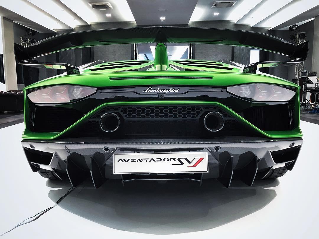 Ngoại hình siêu xe này còn có nhiều chi tiết bằng sợi carbon