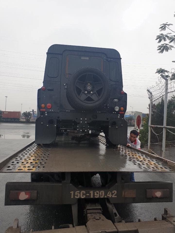 Hàng hiếm Land Rover Defender phiên bản 3 cửa về Việt Nam