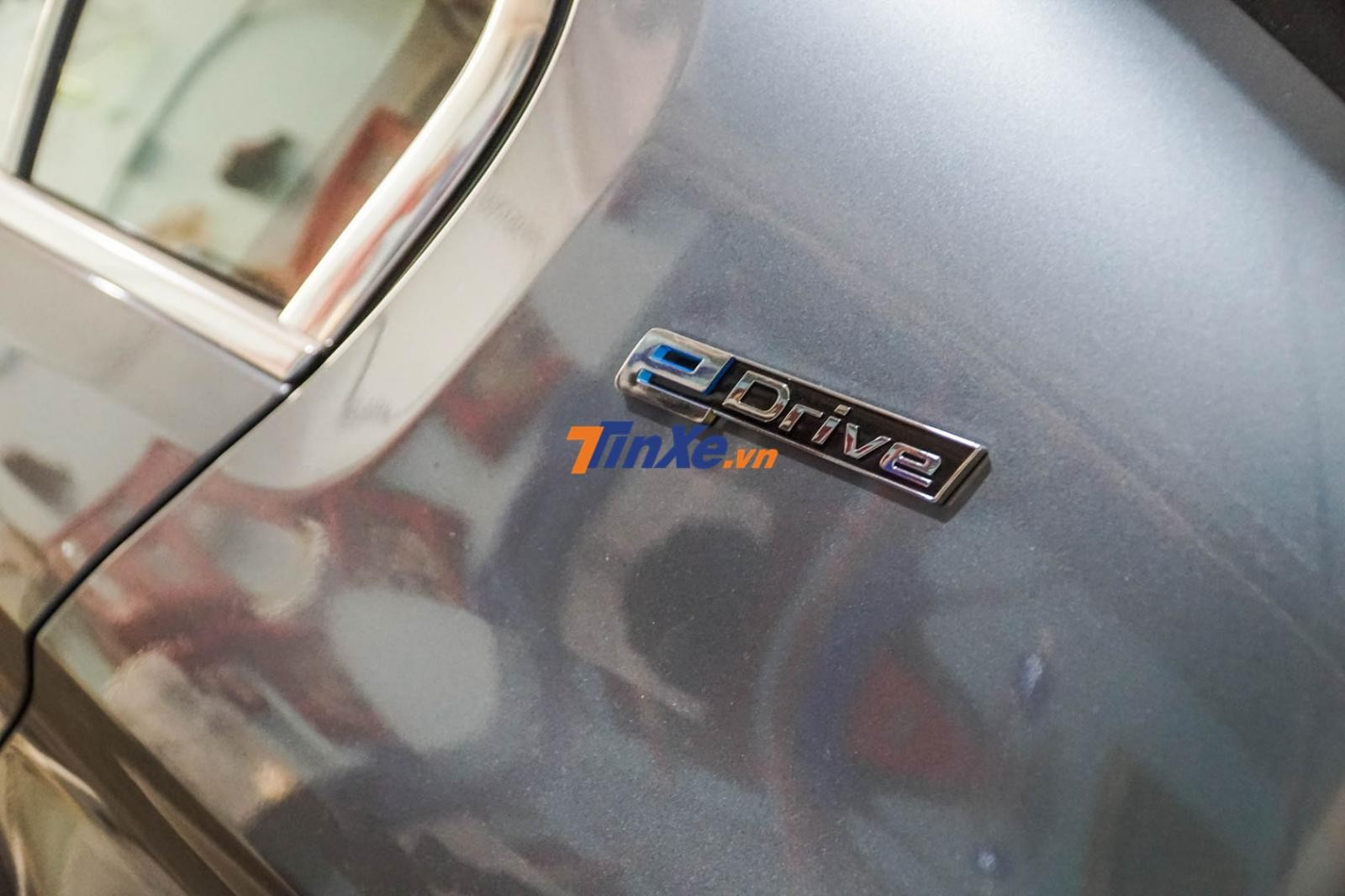 Hiện đơn vị phân phối chính hãng BMW là Thaco vẫn chưa có xe nhập về Việt Nam, do đó, chiếc BMW 530e này độc nhất Việt Nam