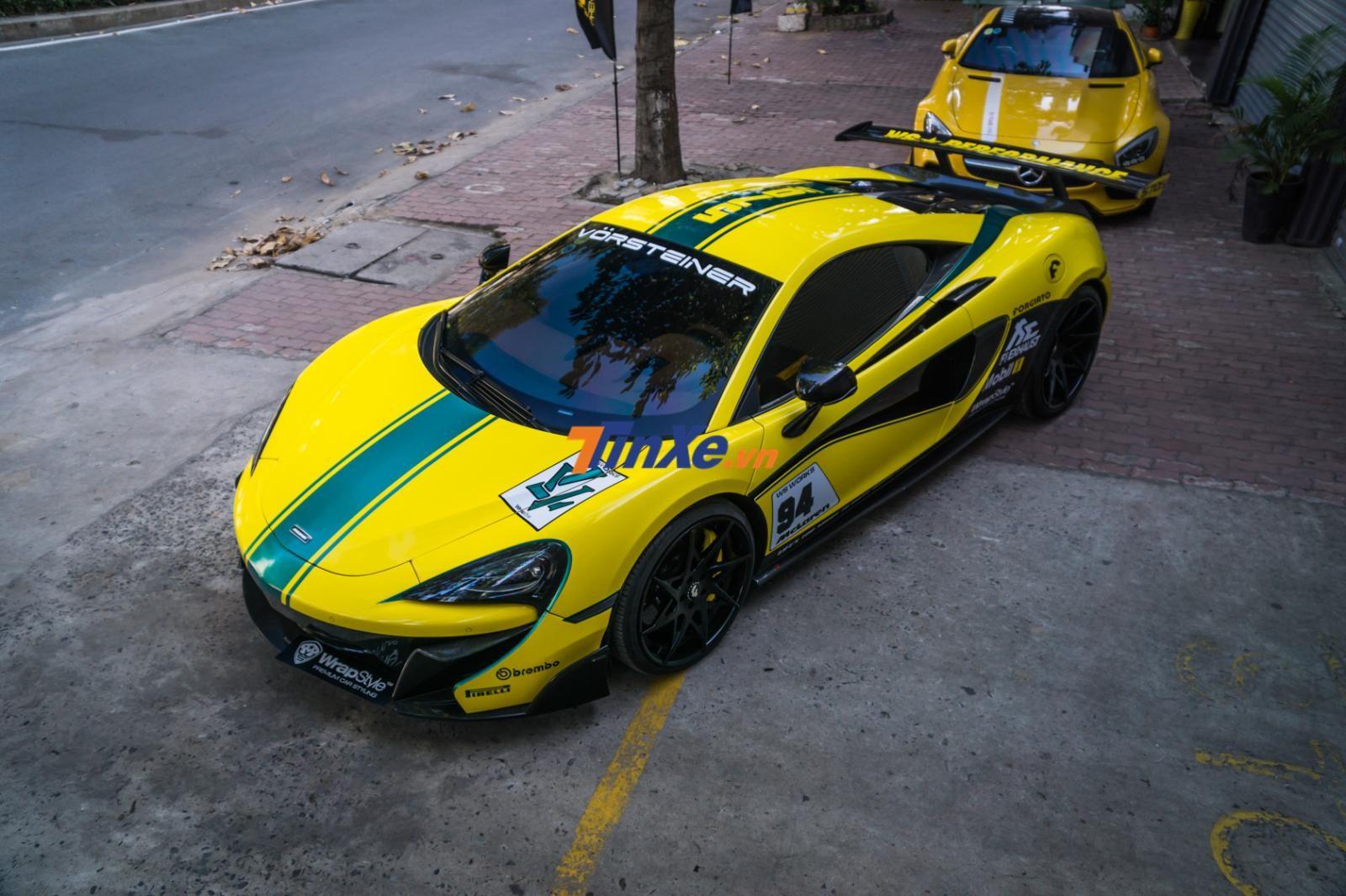Bộ áo này theo phong cách mẫu siêu xe dành cho đường đua là McLaren P1 GTR
