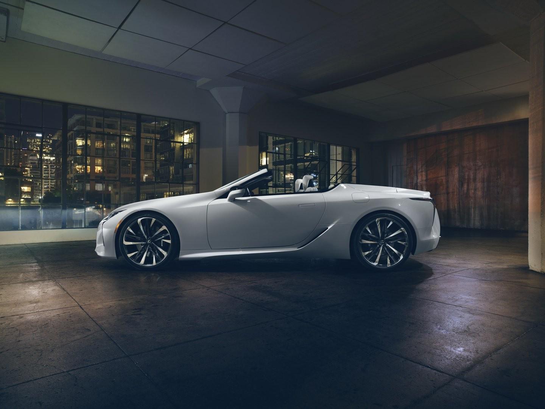 Lexus LC Convertible có kích thước thay đổi nhẹ so với phiên bản coupe