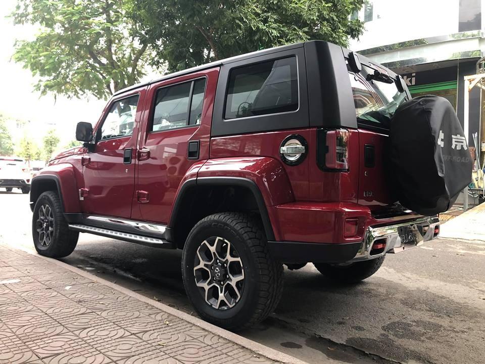 BAIC BJ40L Plus 2018 có chắn bùn mở rộng và trông như xe Hummer