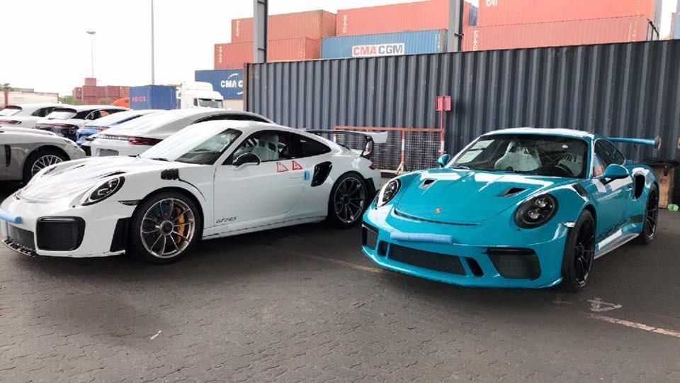 Cặp đôi siêu xe Porsche 911 GT2 RS và Porsche 911 GT3 RS đời 2019 mới cập bến Việt Nam