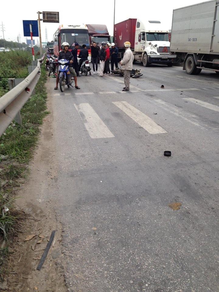 Hiện trường vụ tai nạn tại khu vực dừng đèn đỏ