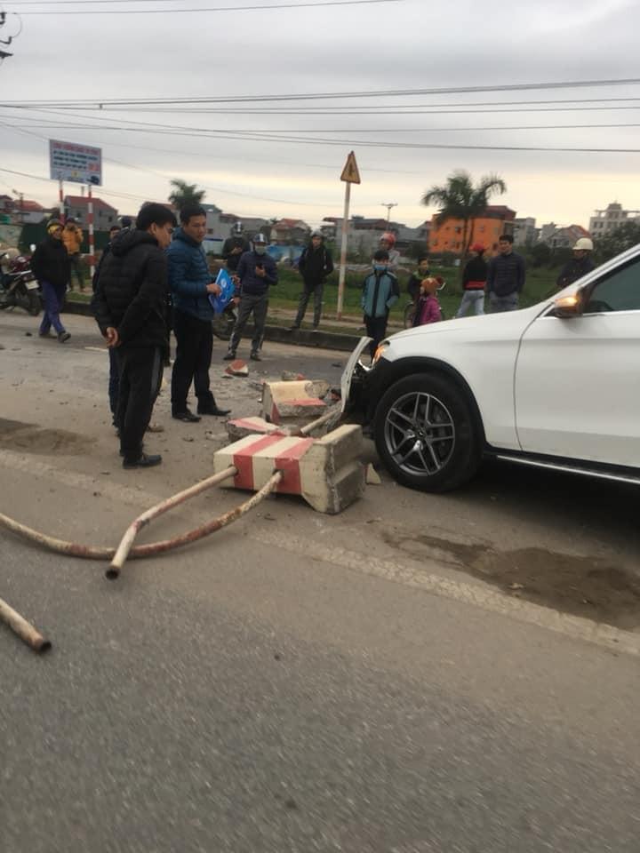 Hiện trường vụ tai nạn của chiếc Mercedes-Benz GLC