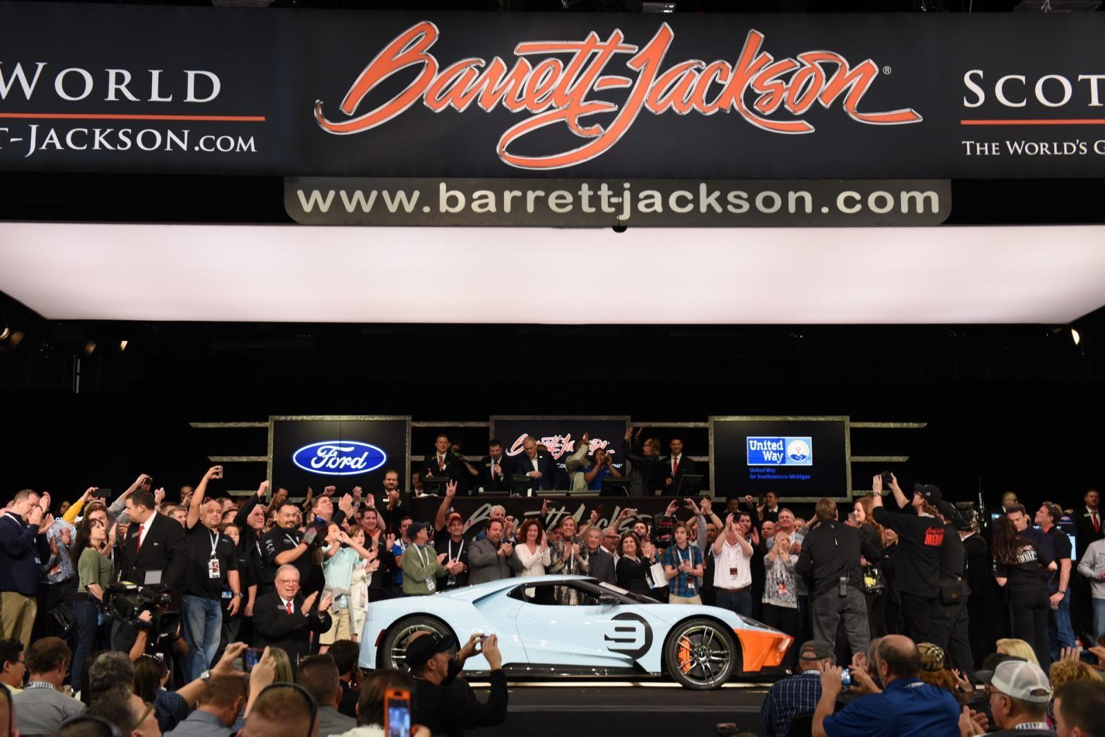 Siêu xe Ford GT Heritage Edition 2019 đầu tiên xuất xưởng tại cuộc đấu giá Barrett-Jackson Collector