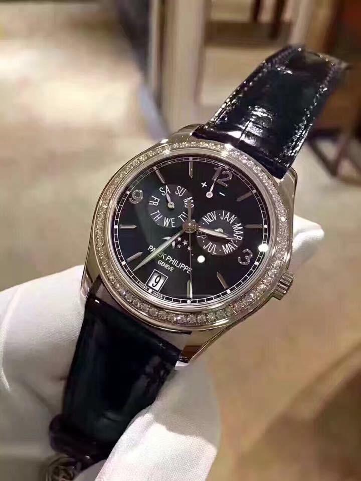 Ngoài mua tặng siêu xe cho em, Phan Thành còn hào phóng mua chiếc đồng hồ đắt tiền của Patek Philippe Geneva giá hơn 2 tỷ đồng cho Phan Hoàng