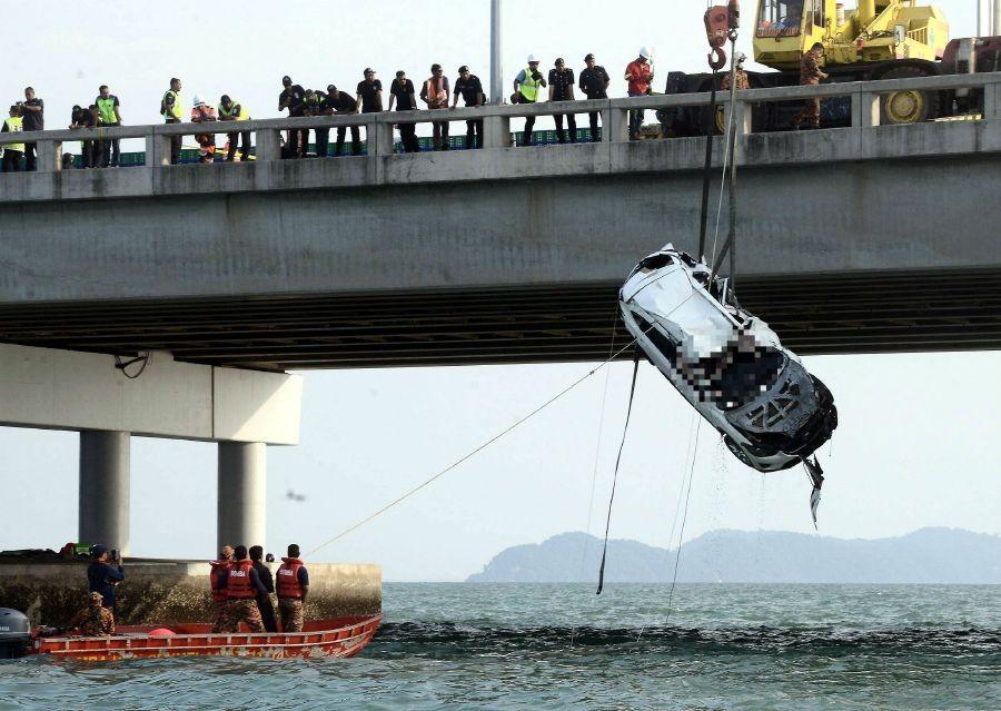 Chiếc Mazda CX-5 được trục vớt từ dưới biển lên