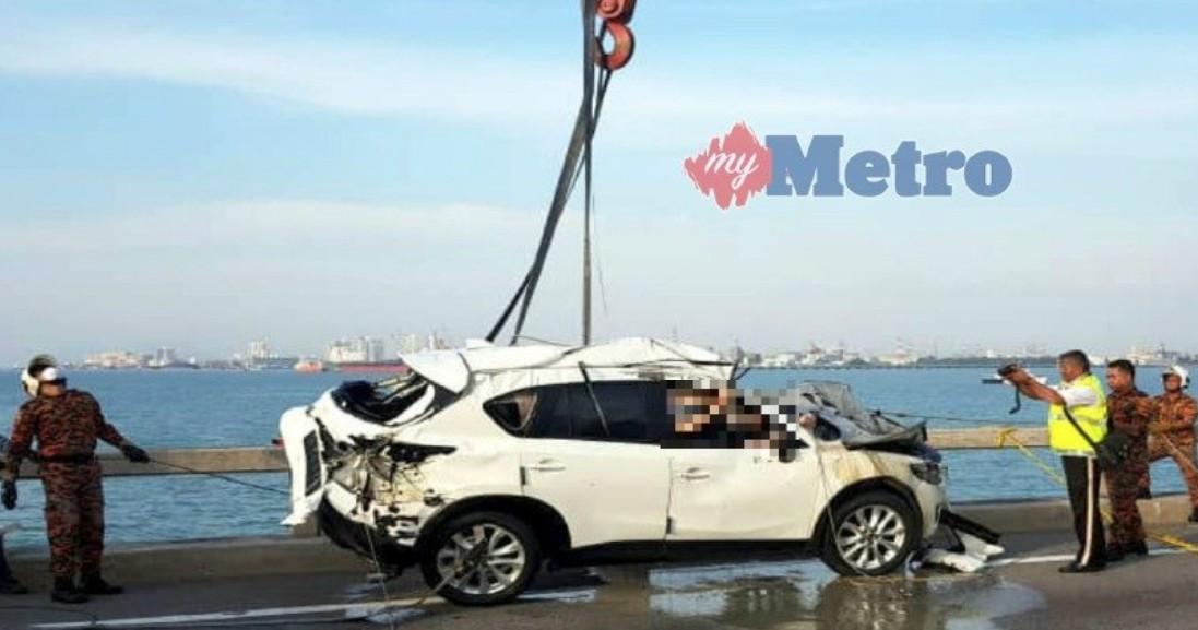 Thi thể của nam thanh niên vẫn mắc kẹt bên trong chiếc Mazda CX-5
