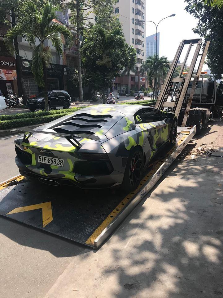 Siêu xe Lamborghini Aventador LP700-4 độ khủng được chủ nhân cho di chuyển bằng xe chuyên dụng từ Sài Gòn ra Đà Nẵng
