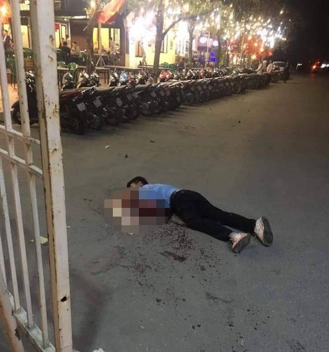 Tài xế xe taxi chạy được khoảng 5m khỏi chiếc taxi thì gục ngã, tử vong tại chỗ